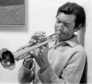 Cortázar con trompeta casa+america+cortazar+madrid