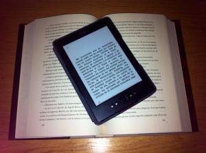 Libro electrónico y libro en papel