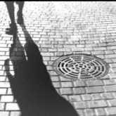 Imagen Donde surgen las sombras Alcantarillas
